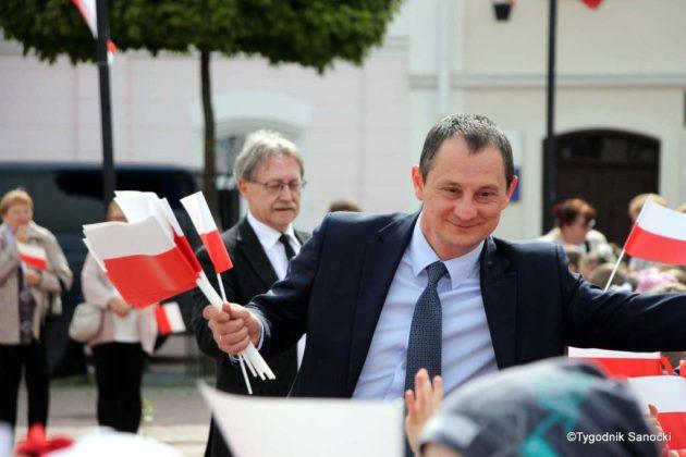 więto flagi sanok 29 630x420 - Święto flagi. Przedszkolaki z biało-czerwoną