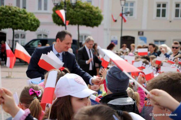 więto flagi sanok 30 630x420 - Święto flagi. Przedszkolaki z biało-czerwoną