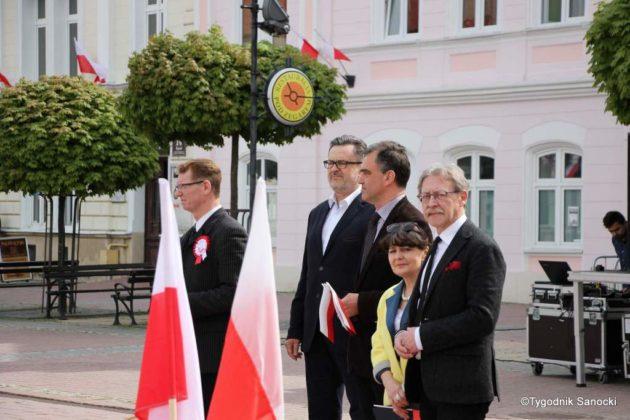 więto flagi sanok 31 630x420 - Święto flagi. Przedszkolaki z biało-czerwoną