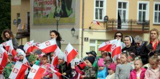 Święto flagi. Przedszkolaki z biało-czerwoną