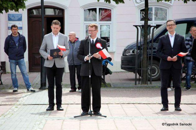 więto flagi sanok 34 630x420 - Święto flagi. Przedszkolaki z biało-czerwoną