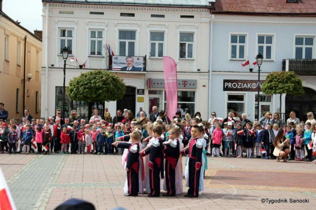 więto flagi sanok 67 630x420 - Święto flagi. Przedszkolaki z biało-czerwoną