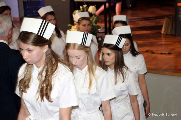 Czepkowanie pielęgniarek i pielęgniarzy 17 630x420 - Czepkowanie pielęgniarek i pielęgniarzy