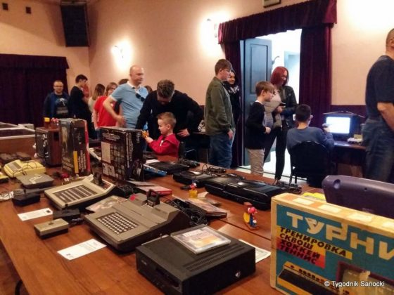 """Elektronika w stylu retro 3 560x420 - Elektronika w stylu retro. Wystawa w Klubie """"Górnik"""""""