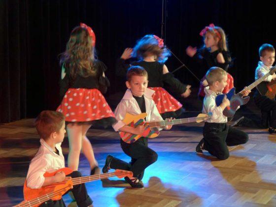 IV Przegląd Dziecięcych Zespołów Tanecznych Ziemi Sanockiej 10 560x420 - IV Przegląd Dziecięcych Zespołów Tanecznych Ziemi Sanockiej