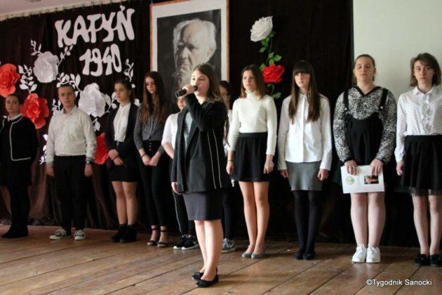 Polska Golgota Wschodu – Katyń 1940 pamiętamy 13 630x420 - Uczniowie SP nr 4 upamiętnili rocznicę zbrodni katyńskich