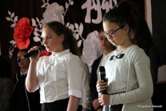 Polska Golgota Wschodu – Katyń 1940 pamiętamy 25 630x420 - Uczniowie SP nr 4 upamiętnili rocznicę zbrodni katyńskich