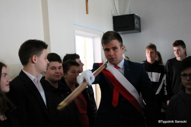 Polska Golgota Wschodu – Katyń 1940 pamiętamy 3 630x420 - Uczniowie SP nr 4 upamiętnili rocznicę zbrodni katyńskich