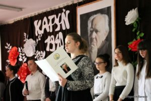Polska Golgota Wschodu – Katyń 1940 pamiętamy 33 300x200 - Uczniowie SP nr 4 upamiętnili rocznicę zbrodni katyńskich