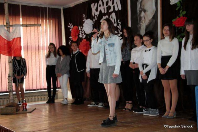 Polska Golgota Wschodu – Katyń 1940 pamiętamy 36 630x420 - Uczniowie SP nr 4 upamiętnili rocznicę zbrodni katyńskich