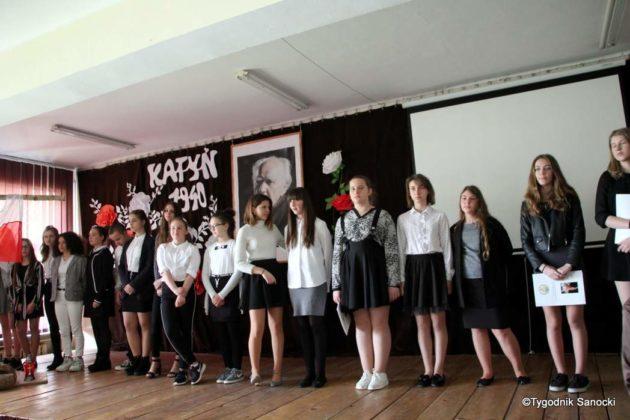 Polska Golgota Wschodu – Katyń 1940 pamiętamy 48 630x420 - Uczniowie SP nr 4 upamiętnili rocznicę zbrodni katyńskich