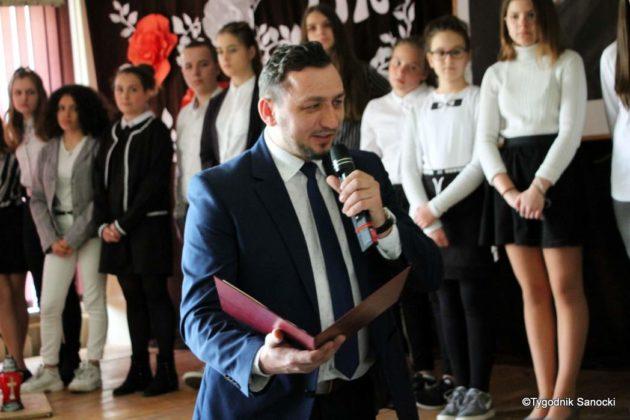 Polska Golgota Wschodu – Katyń 1940 pamiętamy 52 630x420 - Uczniowie SP nr 4 upamiętnili rocznicę zbrodni katyńskich