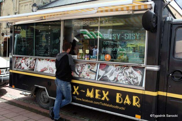 jedzonko 18 630x420 - Festiwal smaków na rynku w Sanoku