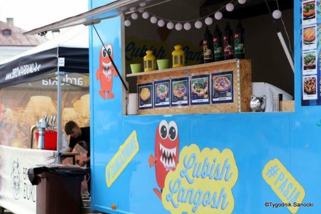 jedzonko 2 630x420 - Festiwal smaków na rynku w Sanoku