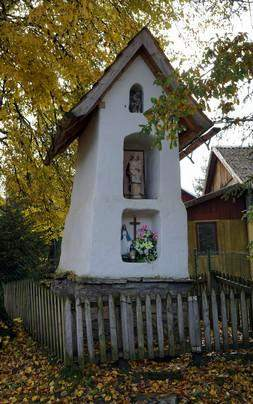 kapliczka - MAJÓWKA EKUMENICZNA przy zabytkowej KAPLICZCE św. Jana Nepomucena w MIĘDZYBRODZIU