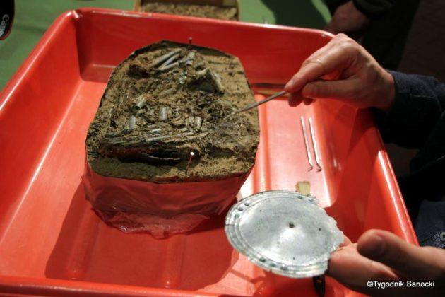 skarb 17 630x420 - Skarb sprzed 3000 lat, znaleziony pod Sanokiem