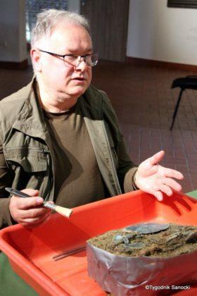skarb 25 280x420 - Skarb sprzed 3000 lat, znaleziony pod Sanokiem