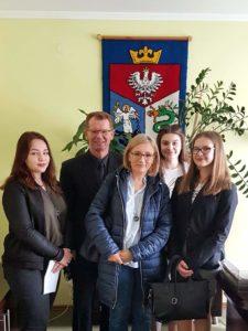 spotkanie z Burmistrzem 225x300 - Dwie sanoczanki w Sejmie! Sukces uczennic Szkoły Podstawowej nr 6