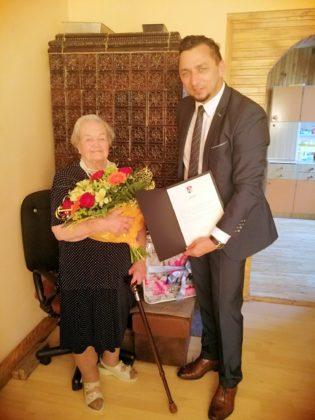 yczenia z okazji 100. urodzin 2 315x420 - Życzenia z okazji 100. urodzin