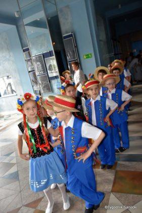 IX Przegląd Dziecięcych Zespołów Ludowych Ziemi Sanockiej 32 281x420 - IX Przegląd Dziecięcych Zespołów Ludowych Ziemi Sanockiej