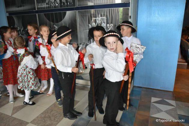IX Przegląd Dziecięcych Zespołów Ludowych Ziemi Sanockiej 52 629x420 - IX Przegląd Dziecięcych Zespołów Ludowych Ziemi Sanockiej
