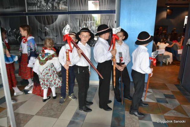 IX Przegląd Dziecięcych Zespołów Ludowych Ziemi Sanockiej 55 629x420 - IX Przegląd Dziecięcych Zespołów Ludowych Ziemi Sanockiej