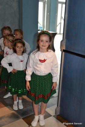 IX Przegląd Dziecięcych Zespołów Ludowych Ziemi Sanockiej 6 281x420 - IX Przegląd Dziecięcych Zespołów Ludowych Ziemi Sanockiej