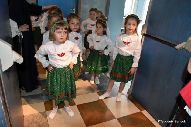 IX Przegląd Dziecięcych Zespołów Ludowych Ziemi Sanockiej 7 629x420 - IX Przegląd Dziecięcych Zespołów Ludowych Ziemi Sanockiej