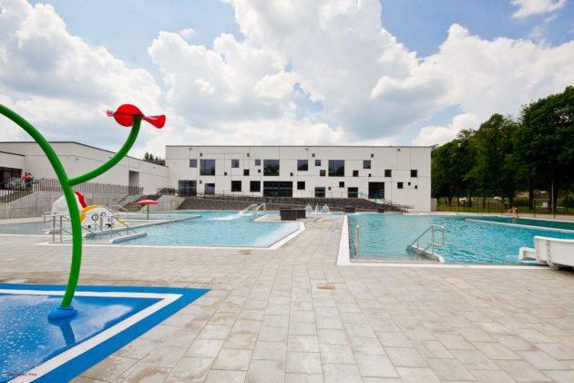 basen zewnętrzny Sanok 16 630x420 - Otwarcie basenów zewnętrznych 19 czerwca, zobaczmy jak wyglądają!