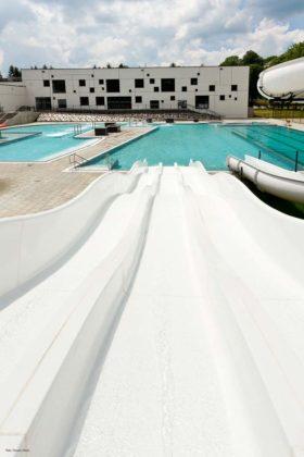 basen zewnętrzny Sanok 27 280x420 - Otwarcie basenów zewnętrznych 19 czerwca, zobaczmy jak wyglądają!