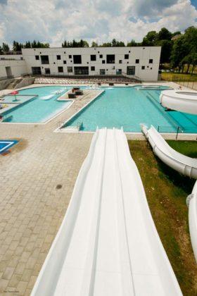 basen zewnętrzny Sanok 32 280x420 - Otwarcie basenów zewnętrznych 19 czerwca, zobaczmy jak wyglądają!