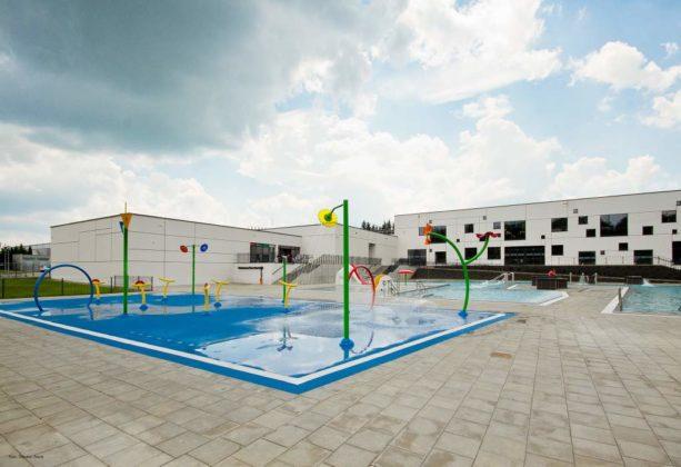 basen zewnętrzny Sanok 47 613x420 - Otwarcie basenów zewnętrznych 19 czerwca, zobaczmy jak wyglądają!