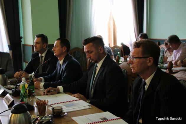 sesja absolutoryjna 6 630x420 - Wotum zaufania dla burmistrza