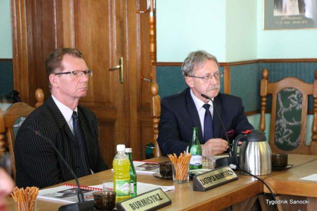 sesja absolutoryjna 8 630x420 - Wotum zaufania dla burmistrza