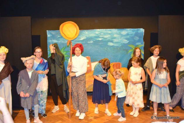 bwa wakacje 1 629x420 - W galerii BWA odbyły się warsztaty teatralno – plastyczne dla dzieci