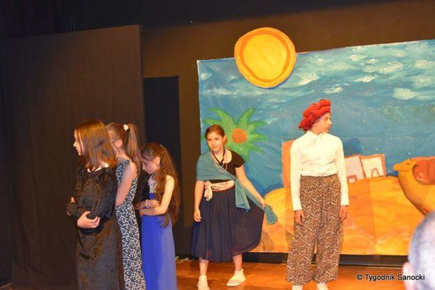 bwa wakacje 12 629x420 - W galerii BWA odbyły się warsztaty teatralno – plastyczne dla dzieci
