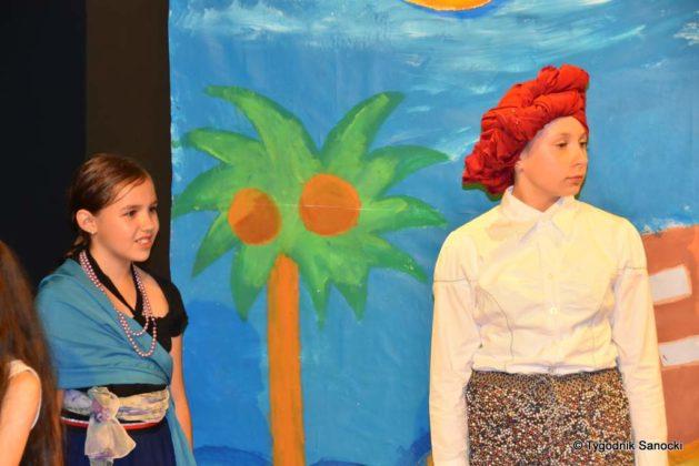 bwa wakacje 13 629x420 - W galerii BWA odbyły się warsztaty teatralno – plastyczne dla dzieci