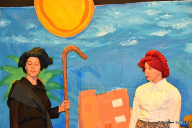 bwa wakacje 15 629x420 - W galerii BWA odbyły się warsztaty teatralno – plastyczne dla dzieci