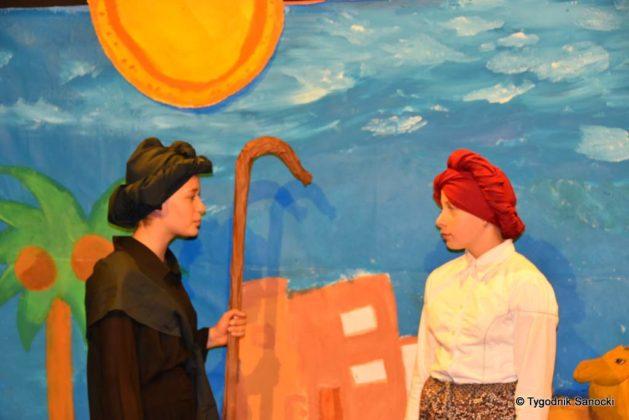 bwa wakacje 16 629x420 - W galerii BWA odbyły się warsztaty teatralno – plastyczne dla dzieci