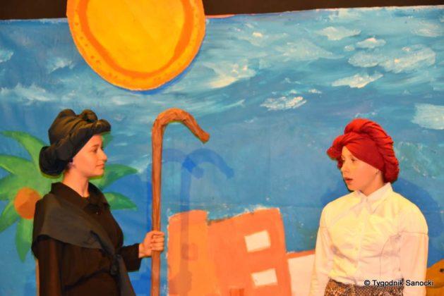 bwa wakacje 17 629x420 - W galerii BWA odbyły się warsztaty teatralno – plastyczne dla dzieci