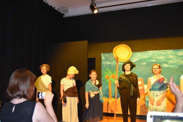 bwa wakacje 28 629x420 - W galerii BWA odbyły się warsztaty teatralno – plastyczne dla dzieci