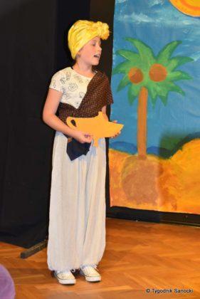 bwa wakacje 3 281x420 - W galerii BWA odbyły się warsztaty teatralno – plastyczne dla dzieci