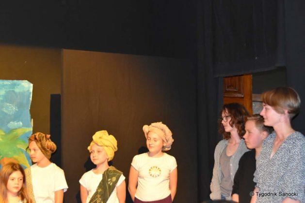 bwa wakacje 35 629x420 - W galerii BWA odbyły się warsztaty teatralno – plastyczne dla dzieci