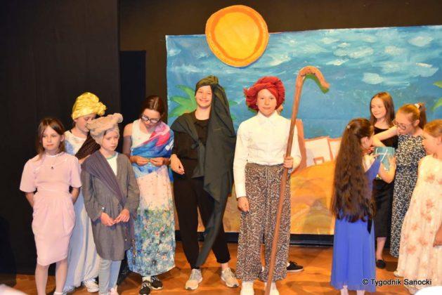 bwa wakacje 36 629x420 - W galerii BWA odbyły się warsztaty teatralno – plastyczne dla dzieci