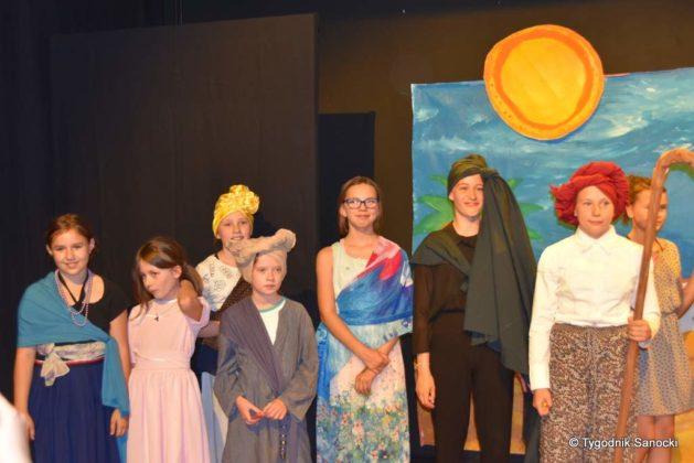 bwa wakacje 37 629x420 - W galerii BWA odbyły się warsztaty teatralno – plastyczne dla dzieci