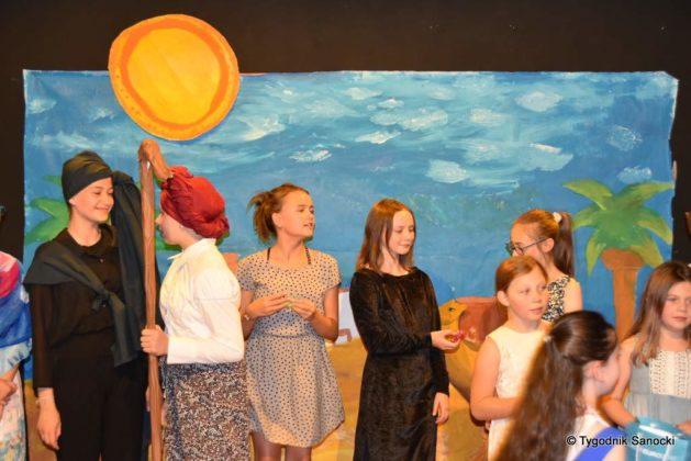 bwa wakacje 38 629x420 - W galerii BWA odbyły się warsztaty teatralno – plastyczne dla dzieci