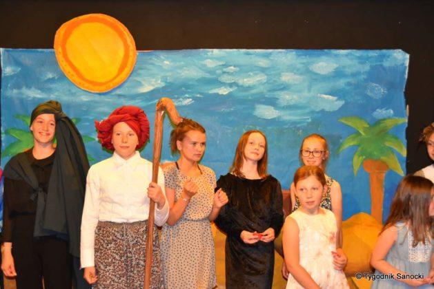 bwa wakacje 39 629x420 - W galerii BWA odbyły się warsztaty teatralno – plastyczne dla dzieci