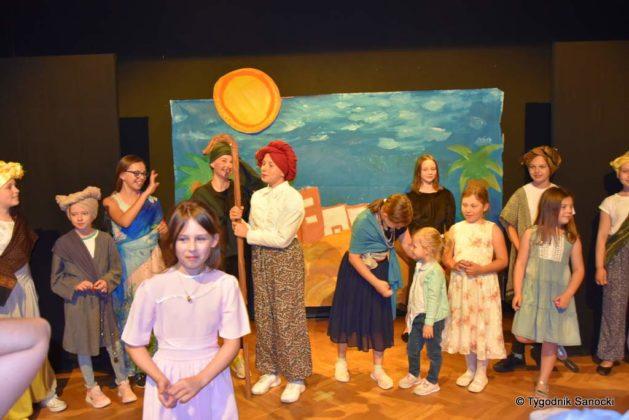 bwa wakacje 41 629x420 - W galerii BWA odbyły się warsztaty teatralno – plastyczne dla dzieci