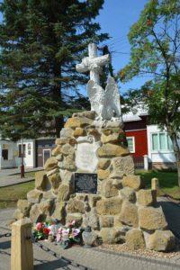"""Pomnik """"Poległym za wolność Ojczyzny 1914 1921 200x300 - Syn Ziemi Sanockiej pierwszą ofiarą II wojny światowej"""