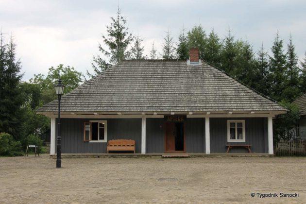 apteka skansen 7 630x420 - Muzeum Budownictwa Ludowego Ambasadorem Wschodu i z Certyfikatem Polskiej Organizacji Turystycznej